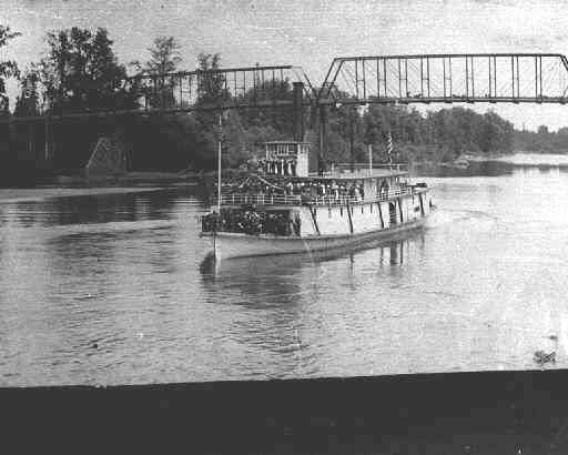 Steamboat Claire on the Willamette River.  WHC: 0083.006.0017.024