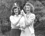 Carleta and Imolean DeArmond, Monmouth, Oregon, 1942